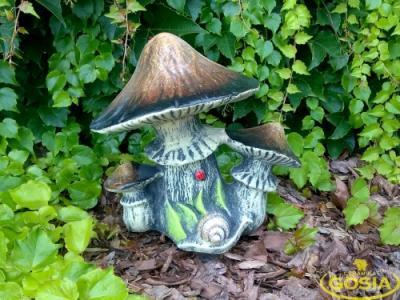 Grzyb ze ślimaczkiem ceramiczna figurka ogrodowa