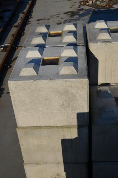 betonowy-element-muru-big-block-80x80x60cm.JPG