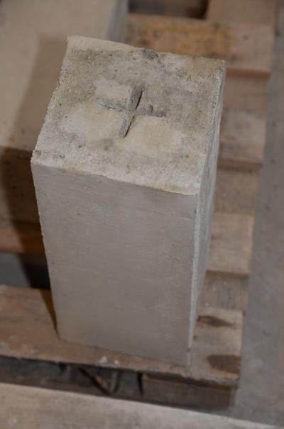 slupek-graniczny-zelbetowy-173x153x40.JPG