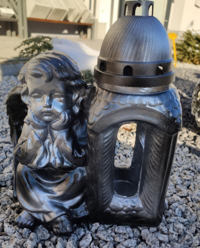 Znicz betonowy siedzący anioł czarno-srebrny